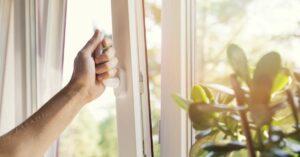 Cómo asegurar sus ventanas para proteger su vivienda