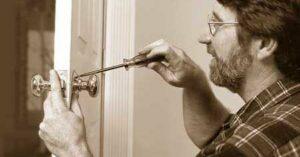 Cómo instalar una cerradura con pomo